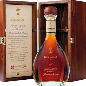 Grappa Dellavalle Affinata in Botti da Malvasia 42% Vol. 70 cl mit Holzkistchen